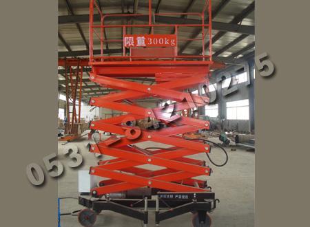 三轮自行,两轮牵引,剪叉主结构采用上海宝钢锰钢矩形管制作,平台升降